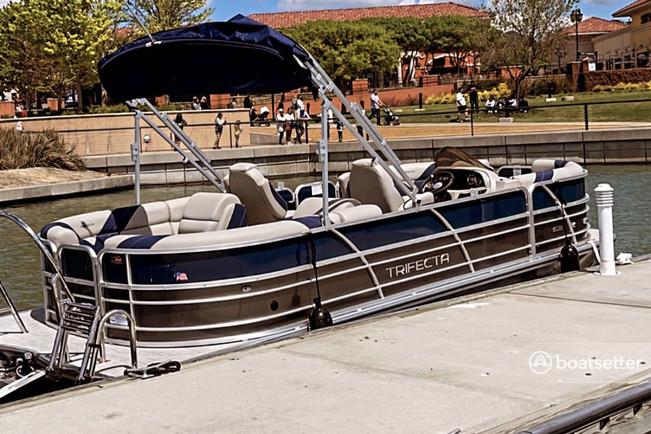 Rent a Trifecta pontoon in Rockwall, TX near me