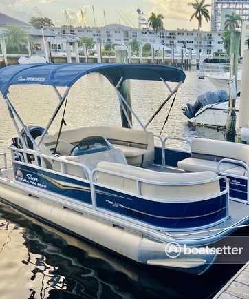 Rent a Sun Tracker pontoon in Fort Lauderdale, FL near me