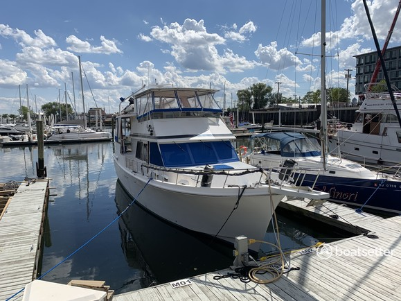 Rent a Chung Hwa motor yacht in Jersey City, NJ near me