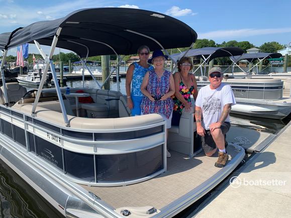 Rent a BENNINGTON MARINE pontoon in St. Petersburg, FL near me