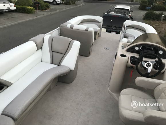Rent a Starcraft Marine pontoon in Santa Rosa, CA near me