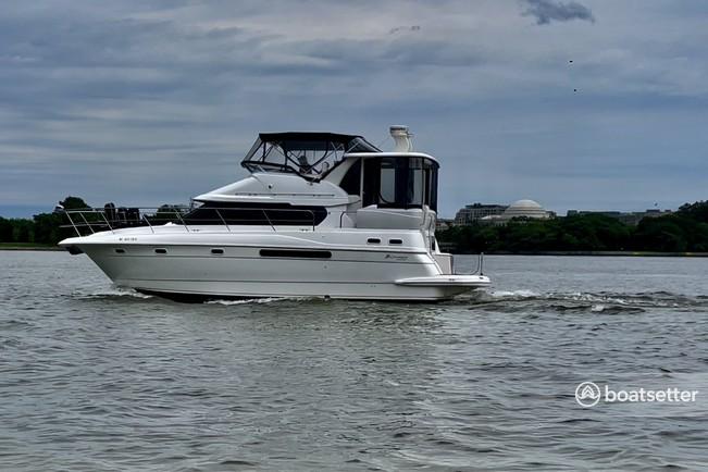 Rent a Cruisers Yachts motor yacht in Washington, DC near me