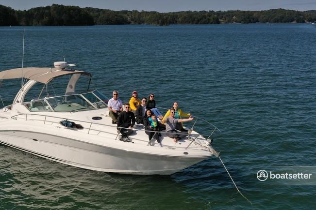 Rent a Sea Ray Boats cruiser in Gainesville, GA near me