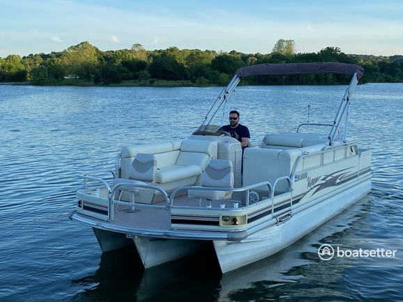 Rent a Voyager Marine pontoon in Lowell, AR near me