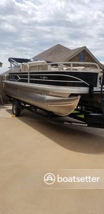 Rent a SUN TRACKER BY TRACKER MARINE pontoon in Burkburnett, TX near me