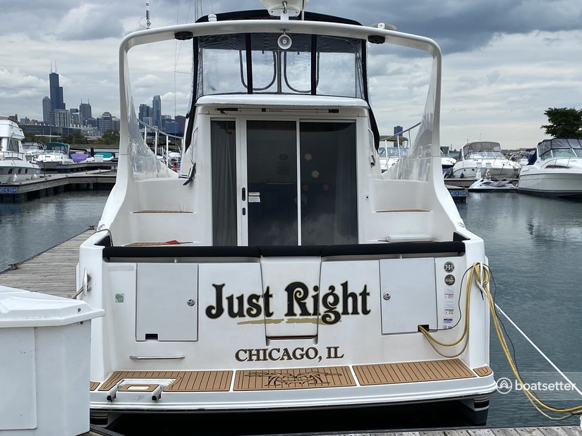 Rent a Carver Yachts cruiser in Chicago, IL near me