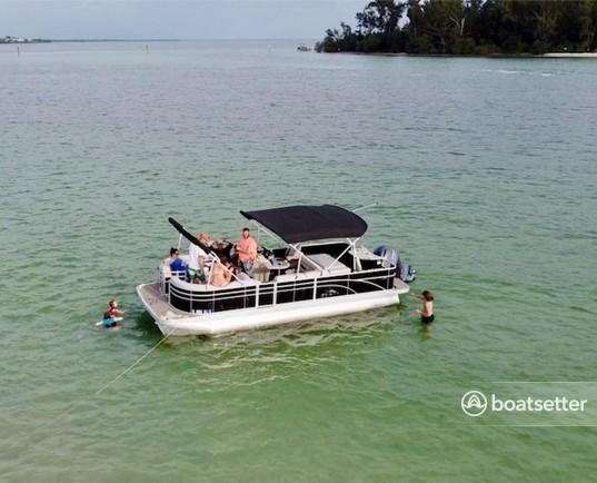 Rent a Bennington Marine pontoon in Palmetto, FL near me