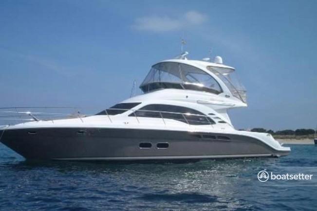 Rent a Sea Ray Boats motor yacht in Brooklyn, NY near me