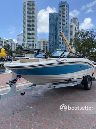 Rent a SEA RAY BOATS bow rider in Fort Lauderdale, FL near me