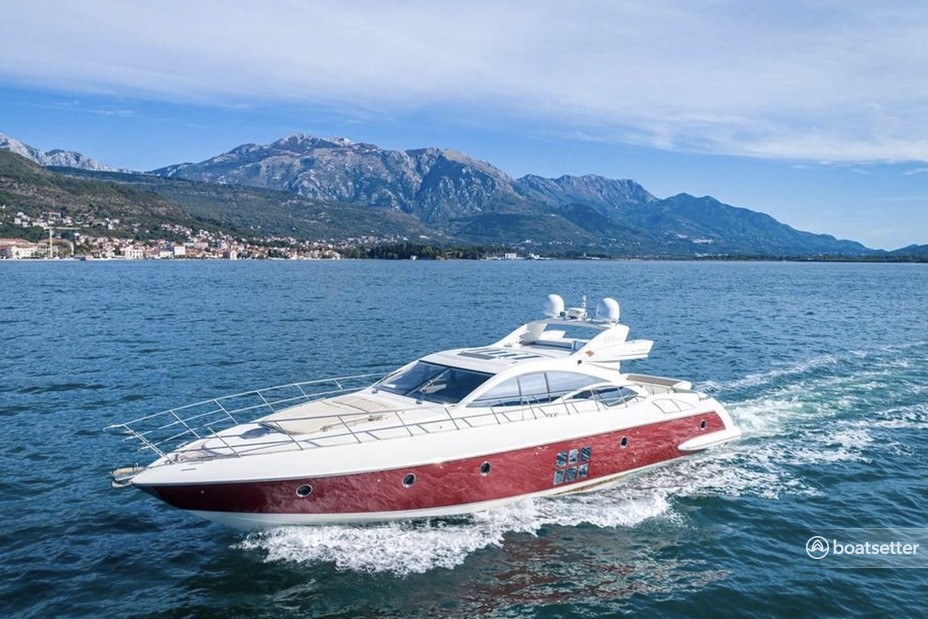 Rent a Azimut mega yacht in Chicago, IL near me