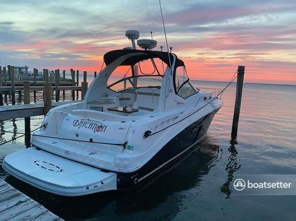 Rent a Sea Ray Boats cruiser in Bay Shore, NY near me