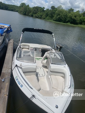 Rent a Four Winns Boats bow rider in Mineral, VA near me