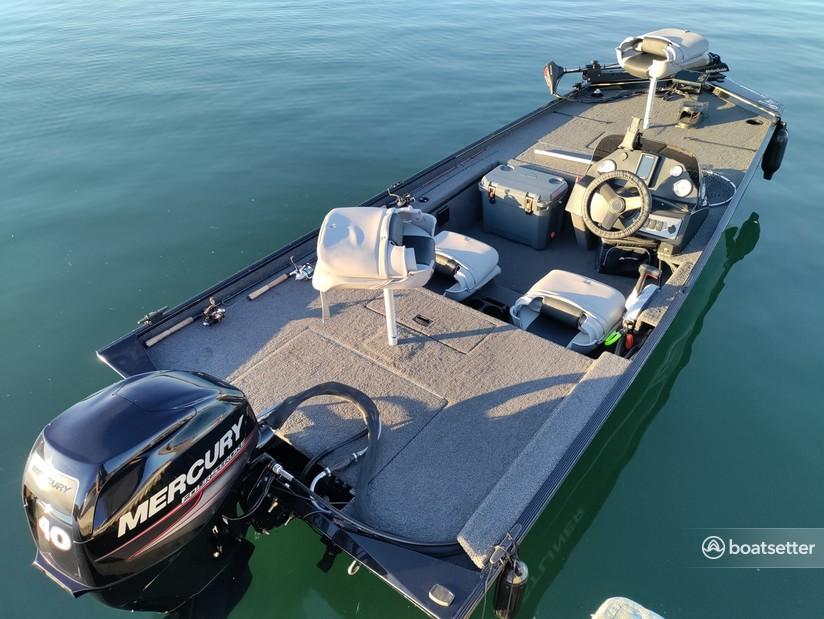 Rent a CRESTLINER BOATS bass boat in Hemet, CA near me