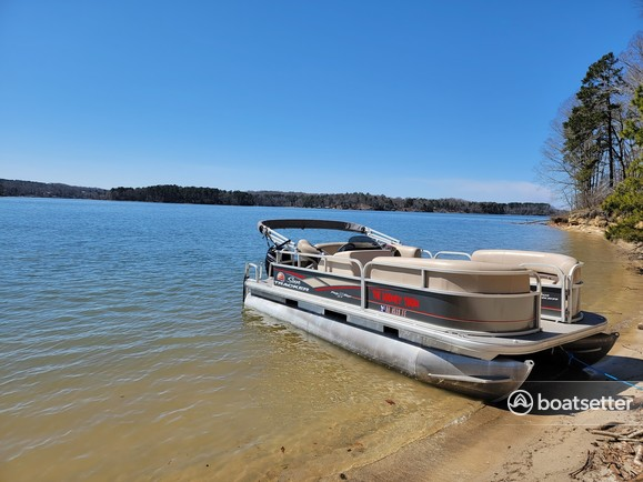 Rent a SUN TRACKER pontoon in Lavonia, GA near me