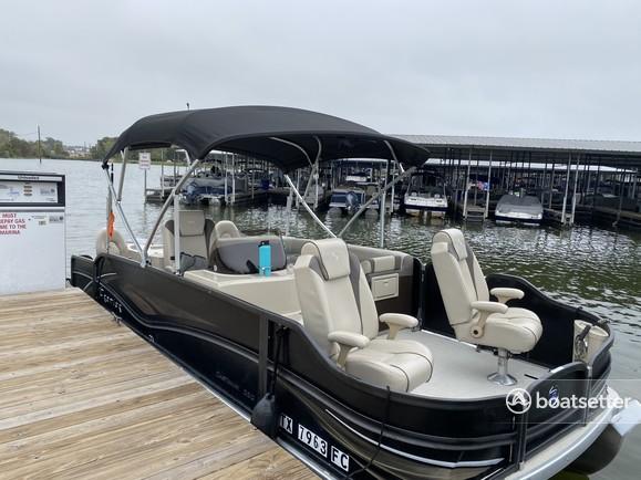 Rent a Premier Marine pontoon in Montgomery, TX near me