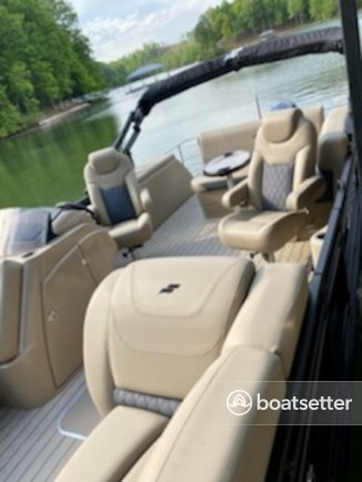 Rent a Starcraft pontoon in Oconee County, SC near me
