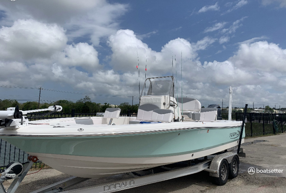 Rent a ROBALO saltwater fishing in Kemah, TX near me