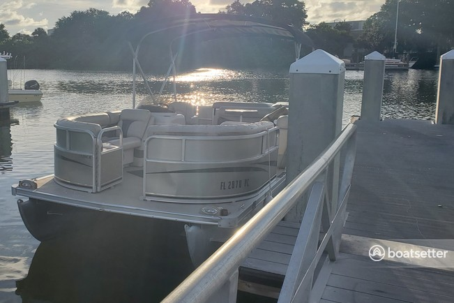 Rent a South Bay Pontoons pontoon in St. Petersburg, FL near me
