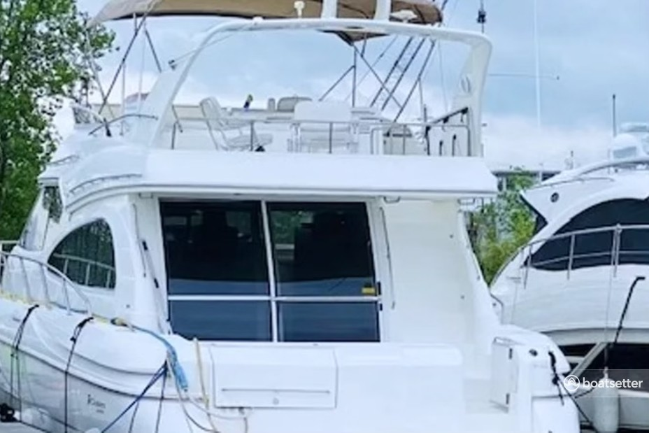 Rent a Cruisers Yachts motor yacht in Chicago, IL near me