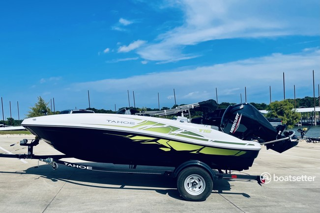 Rent a TAHOE BY TRACKER MARINE bow rider in Southlake, TX near me