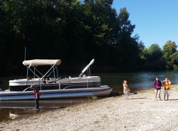 Rent a Sunchaser pontoon in Portland, OR near me