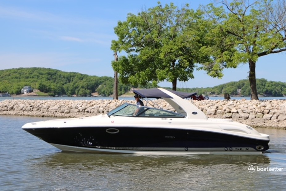Rent a Sea Ray Boats bow rider in Rocky Mount, MO near me
