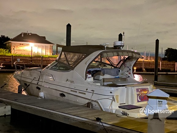 Rent a Cruisers Yachts motor yacht in Jersey City, NJ near me