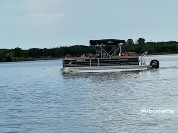 Rent a VERANDA pontoon in Santo, TX near me