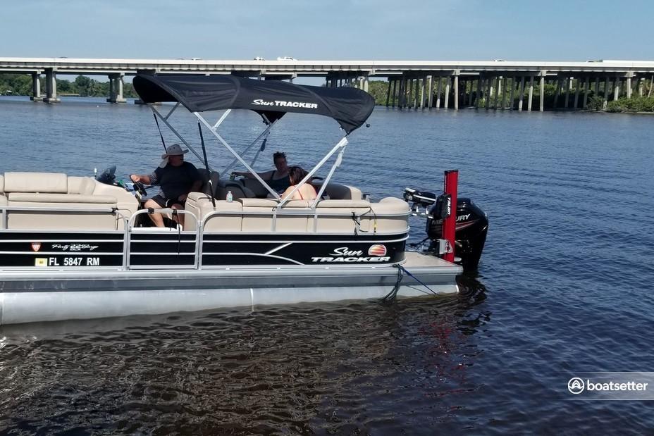 Rent a SUN TRACKER BY TRACKER MARINE pontoon in Riverview, FL near me