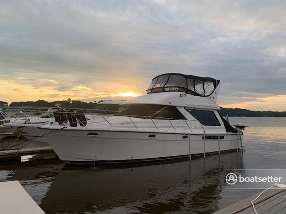 Rent a Bayliner flybridge in Rochester, NY near me