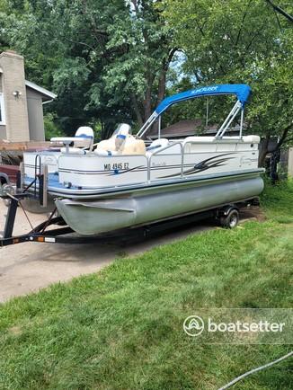 Rent a Lowe Pontoons pontoon in Shawnee, KS near me