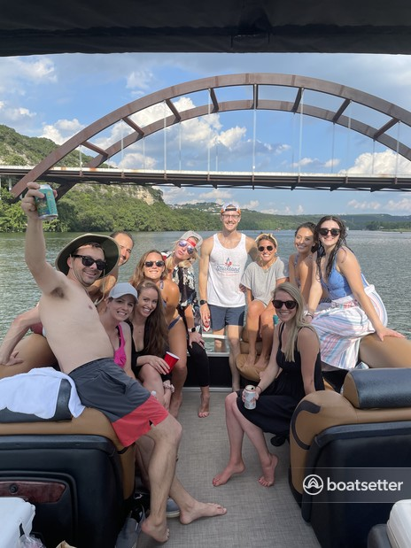 Rent a MERCURY pontoon in Austin, TX near me