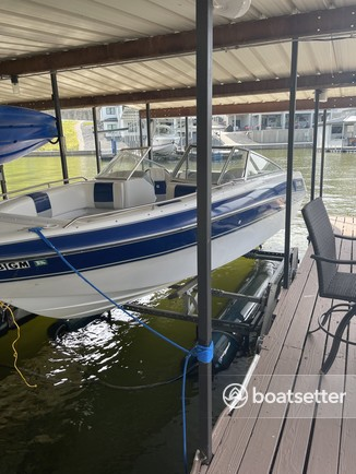 Rent a Four Winns Boats bow rider in Lake Ozark, MO near me