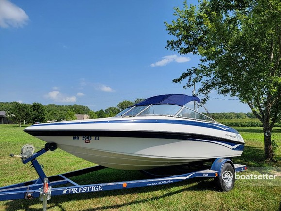 Rent a Crownline Boats ski and wakeboard in Kansas City, MO near me