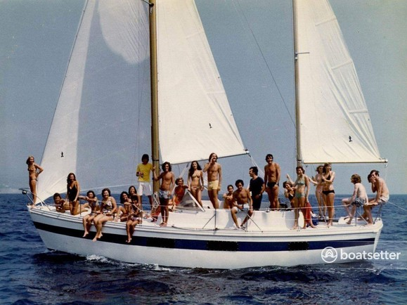 Rent a Coronado sloop in Honolulu, HI near me