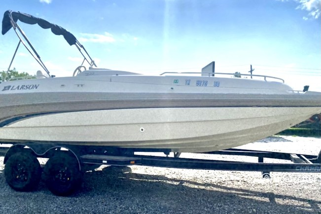 Rent a Larson Boats deck boat in Denison, TX near me