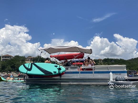 Rent a Crestliner Boats pontoon in Austin, TX near me