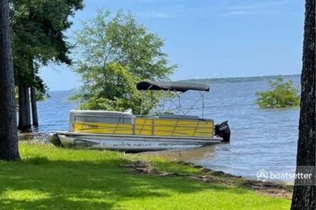 Rent a ENCORE BENTLEY pontoon in Austin, TX near me