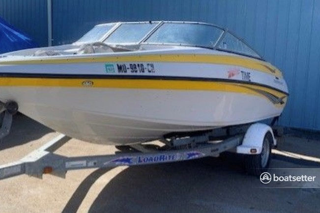 Rent a Crownline Boats bow rider in White Post, VA near me