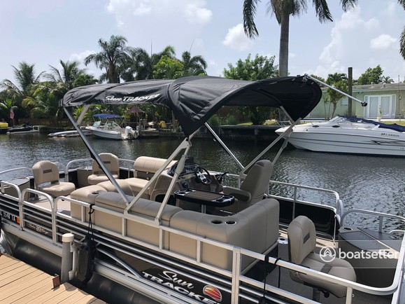 Rent a SUN TRACKER pontoon in Hollywood, FL near me