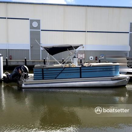 Rent a CREST PONTOONS pontoon in Englewood, FL near me