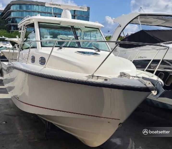 Rent a Boston Whaler cruiser in Lighthouse Point, FL near me