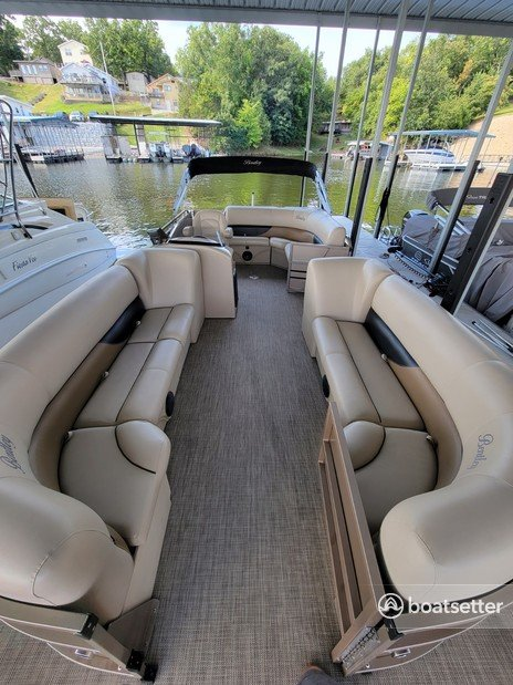 Rent a ENCORE BENTLEY pontoon in Osage Beach, MO near me