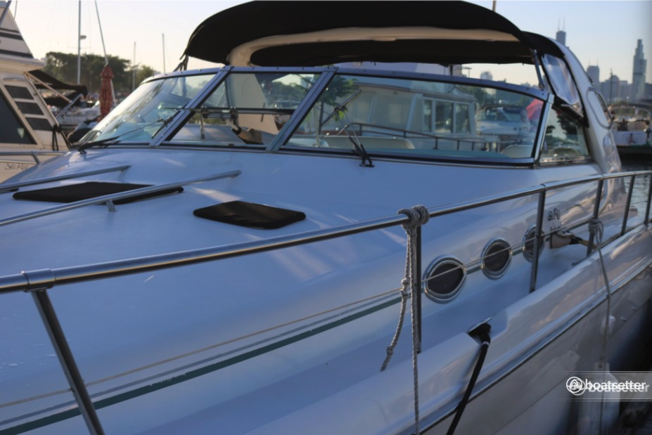 Rent a Sea Ray Boats cruiser in Chicago, IL near me