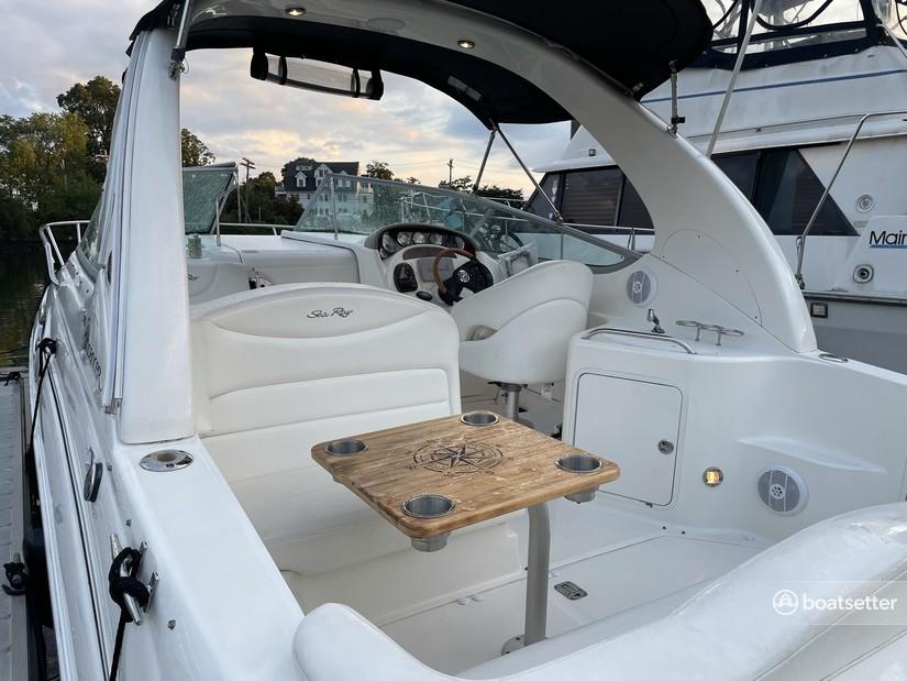 Rent a Sea Ray Boats cruiser in New Rochelle, NY near me