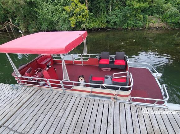 Rent a Harris FloteBote pontoon in McKeesport, PA near me