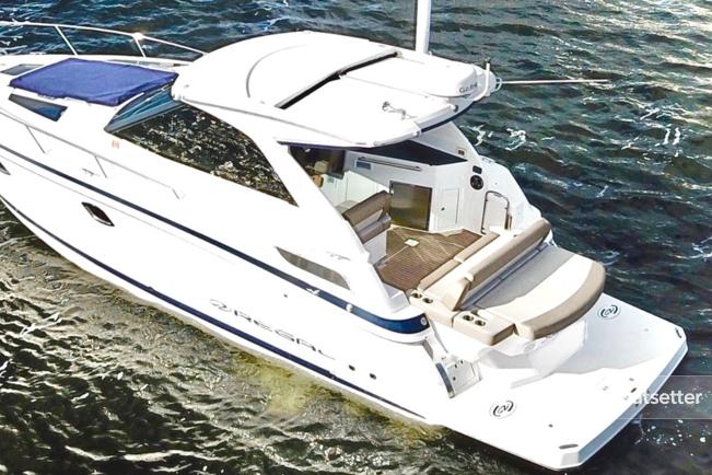 Rent a Regal Boats motor yacht in Washington, DC near me