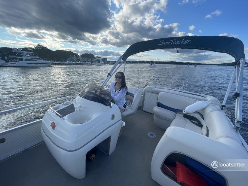 Rent a Sun Tracker by Tracker Marine pontoon in Edgewater, NJ near me