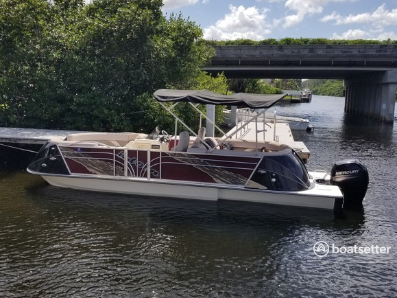 Rent a Razor E-Toons deck boat in Fort Lauderdale, FL near me