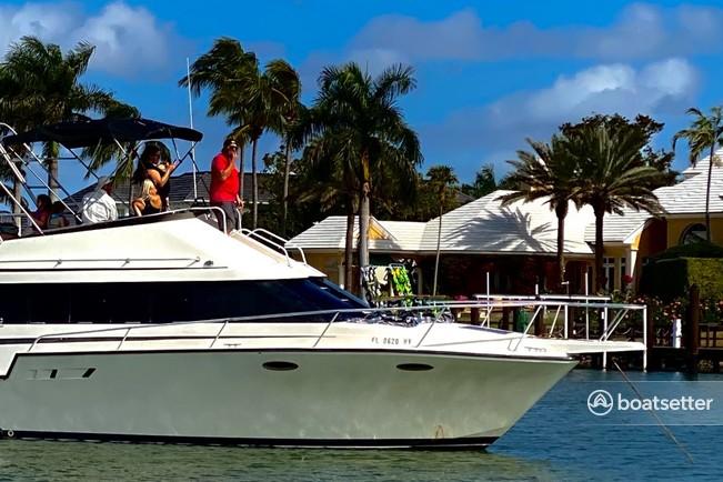 Rent a Luhrs Boats flybridge in Naples, FL near me